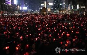 """""""박근혜 4년, 이제는 끝내자!""""…다시 타오른 100만 촛불"""