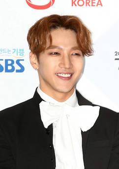 무빙카 추락 2PM 준케이, 팔꿈치 손가락 골절…공연 전면 중단