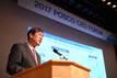 권오준 포스코 회장 '신중기전략' 발표