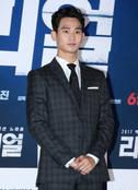 배우 김수현 오늘(23일) 조용히 입대, 4급 판정 후 재검 1급 받아…이승기 31일 만기 전역