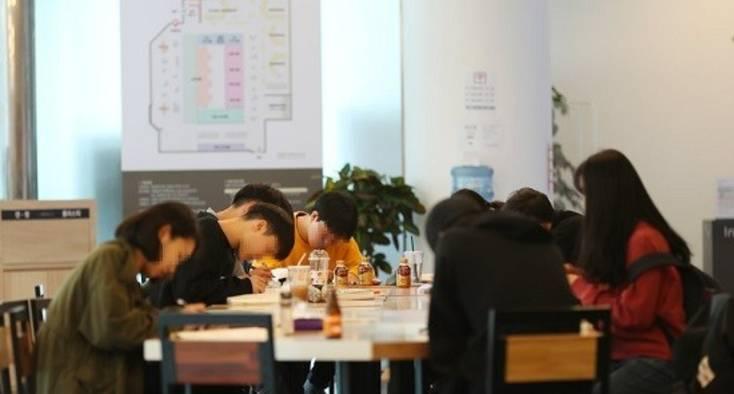 [생생현장] 청년 4명중 1명이 백수…'나홀로 추석'에 빠진 대한민국
