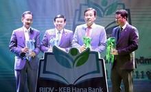 [뉴스텔링] 은행‧증권‧카드사…'베트남 붐'의 두 얼굴
