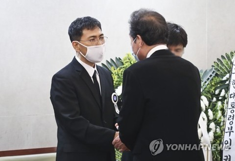"""안희정 모친상 조문행렬에 비판 목소리 """"왜"""""""