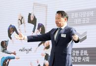 [핫+CEO] 최태원 SK그룹 회장의 '사회적 책임론'…이번엔 취약계층 돕기 나섰다